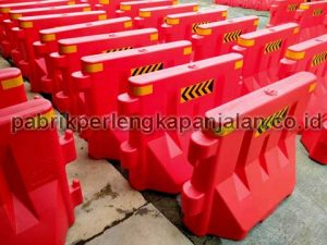 Water Road Barrier